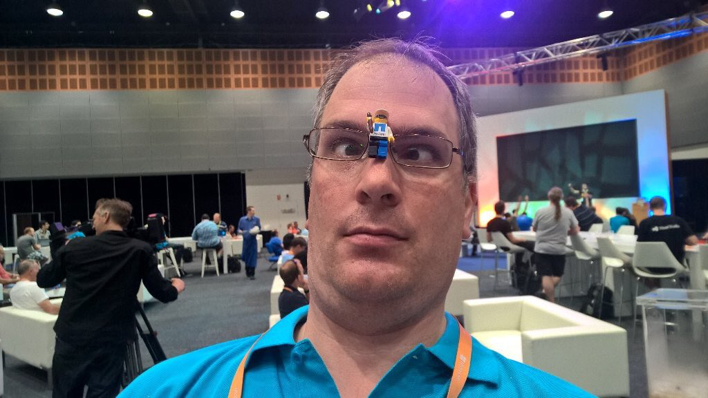 I got attacked by #HololensLegoman at #msauignite ! @RockyH @NetAppANZ https://t.co/yLlQcVZKEn