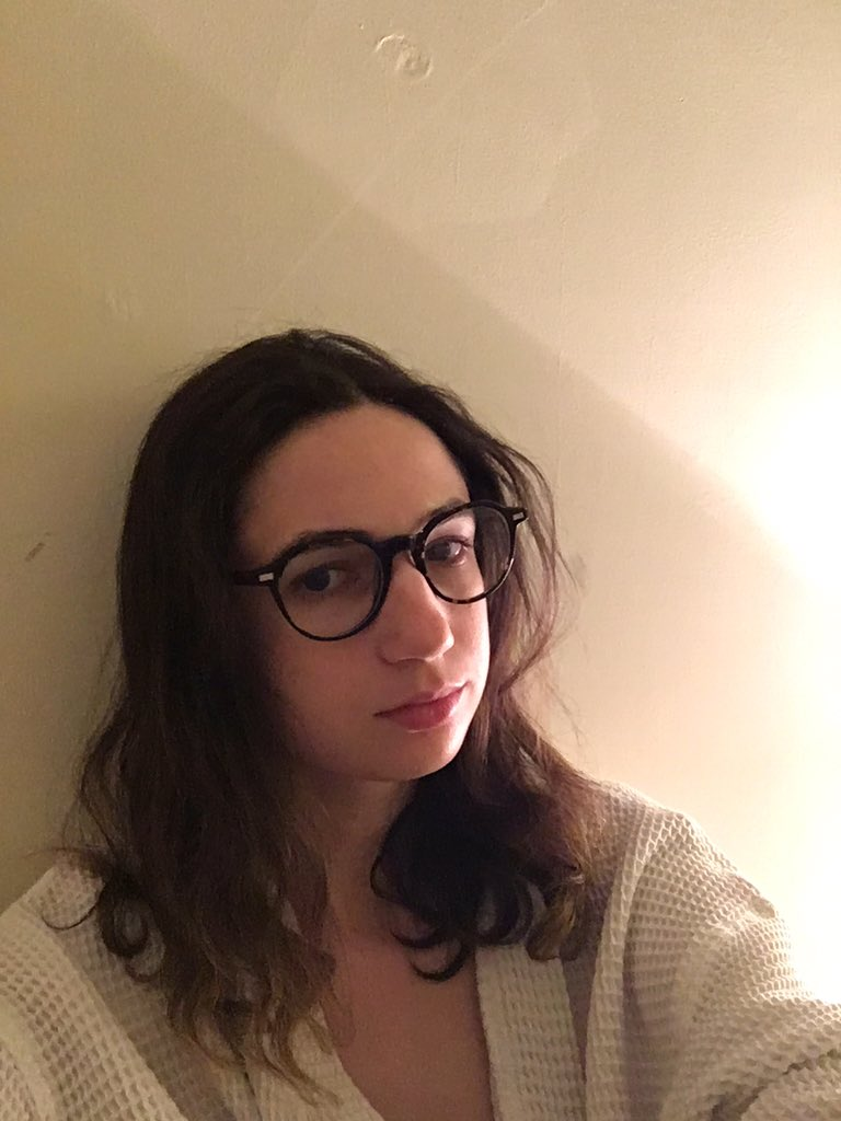 Eve Peyser On Twitter Aliciaeler Is Glasses With Curly