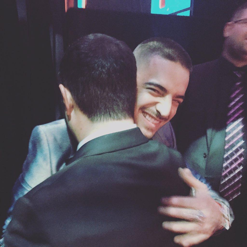 #DirtyBoy Hug @maluma se te quiere bro! #LatinGRAMMY https://t.co/jWUfXJLN9T