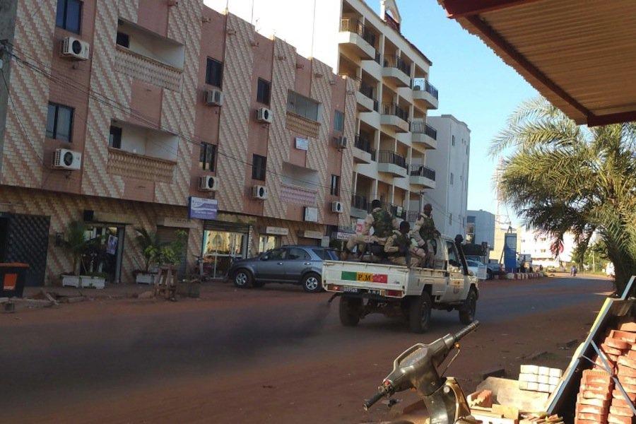 Gunmen storm luxury hotel in Mali capital, take 170 hostages  https://t.co/8ioDzphyOd https://t.co/jLGqvZocKu