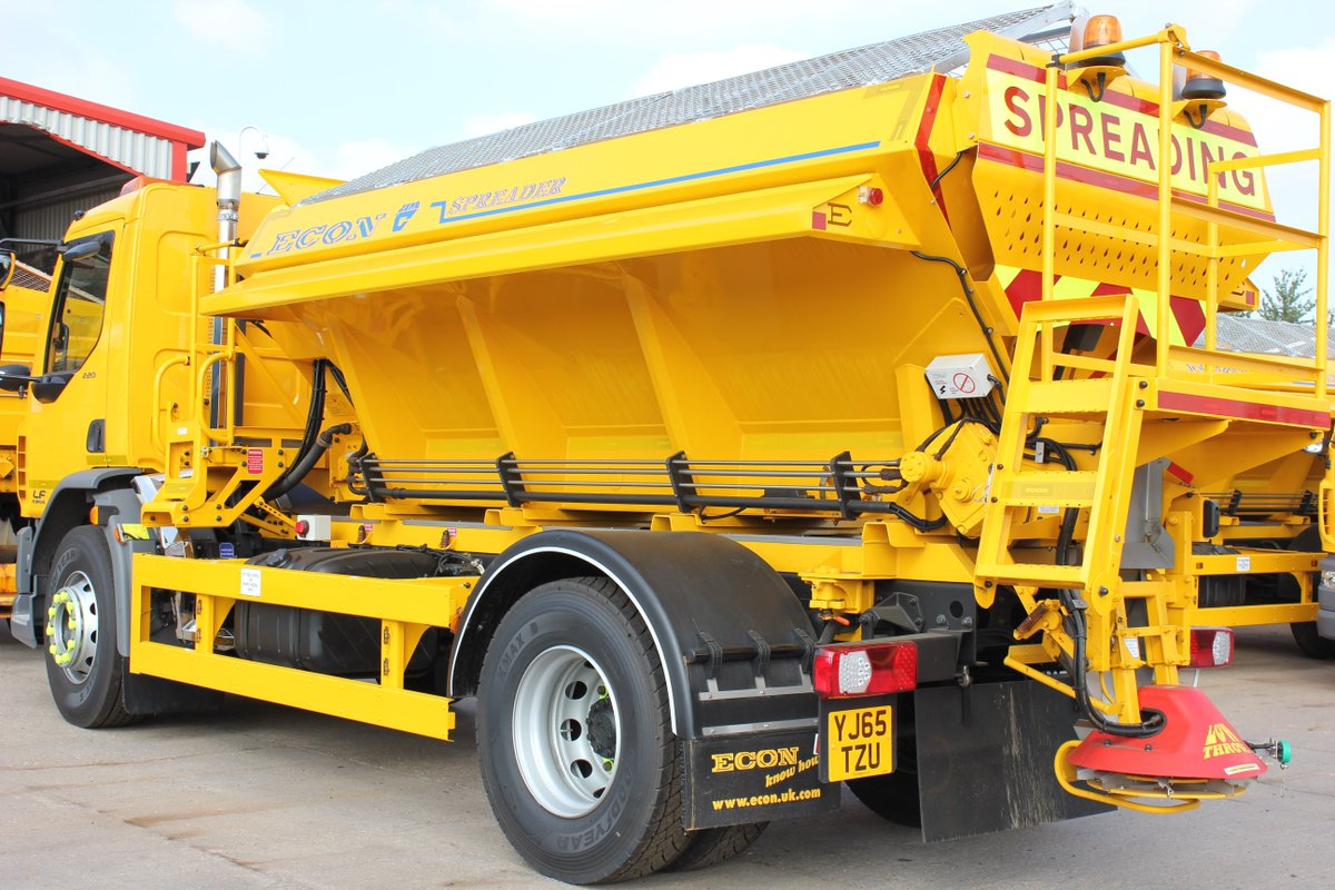 Yes it's finally arrived - gritters heading out for the first time this winter from about 7pm this evening https://t.co/cnApotIrkc