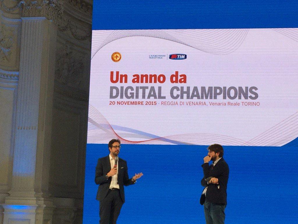 Due ragazzi sul palco @diritto2punto0 e @MicheledAlena #italiandigitalday @DigitalChampITA https://t.co/1J9C3yHPHN