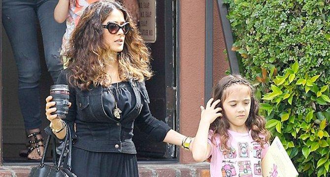 Nella foto Salma Hayek con la figlia Valentina.