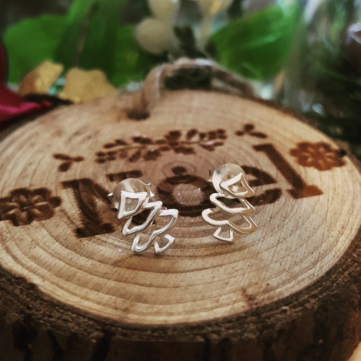 #GIVEAWAY!! FOLLOW US & RT TO ENTER TO #WIN SOME AMAZING SILVER CHRISTMAS TREE STUDS! 1 winner ends sun. Good luck
