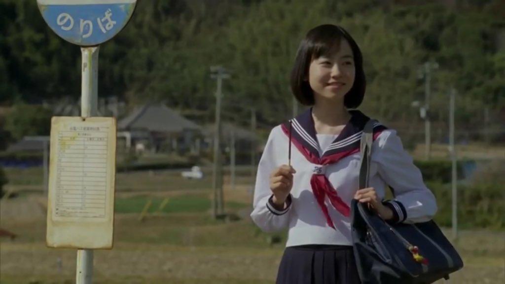 ポッキーを持つ柴田杏花