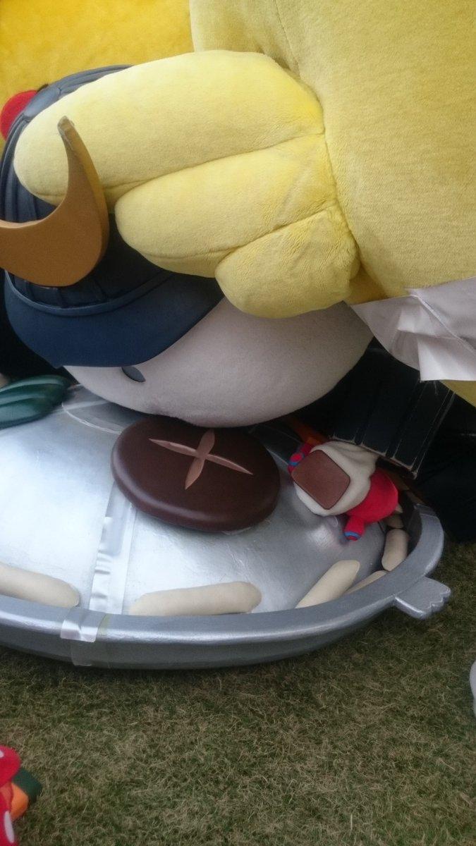 ジンギスカン鍋に身を投げ入れ、焼おにぎりになるむすび丸課長。キビタンのだめ押し (11/21(土)羽生)