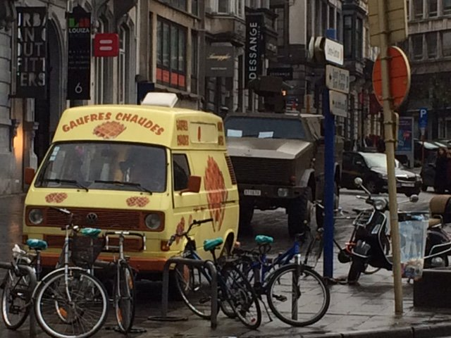 Our @laurnorman reports Belgian Army protecting critical state assets: The waffle trucks! https://t.co/bLk4kdLJrQ