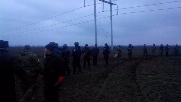 Борьба за опоры линий электропередач на Перекопе