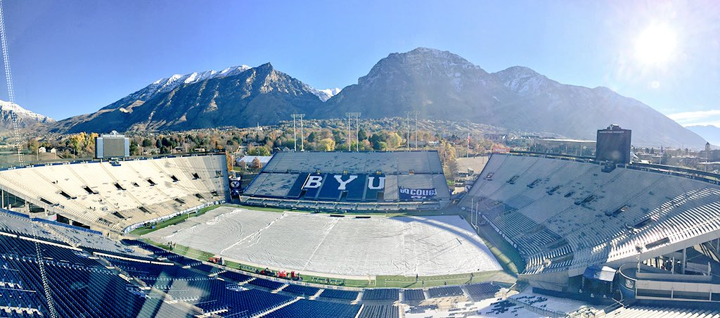 Last home game of 2015 for @BYUfootball! Hard to beat this setting for a football game. #BYUfootball #GoCougs https://t.co/TYYBAuIVC0