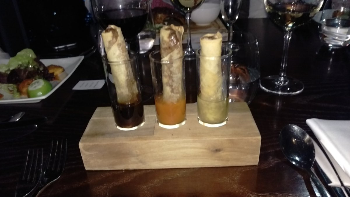 I have just been served spring rolls like this. There are no words. @WeWantPlates https://t.co/KVbHkJumwR