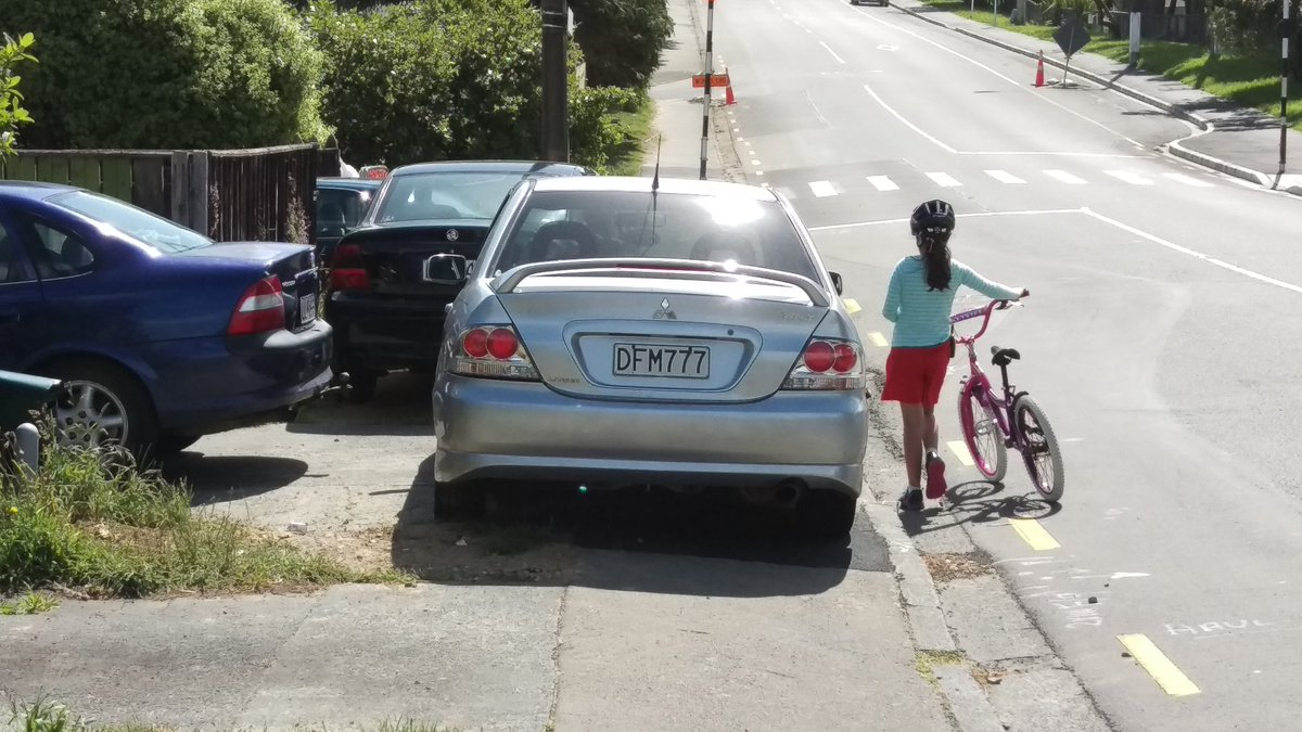 DFM777 there is a  reason why parking on footpath is not allowed. https://t.co/X2ewVunT6A