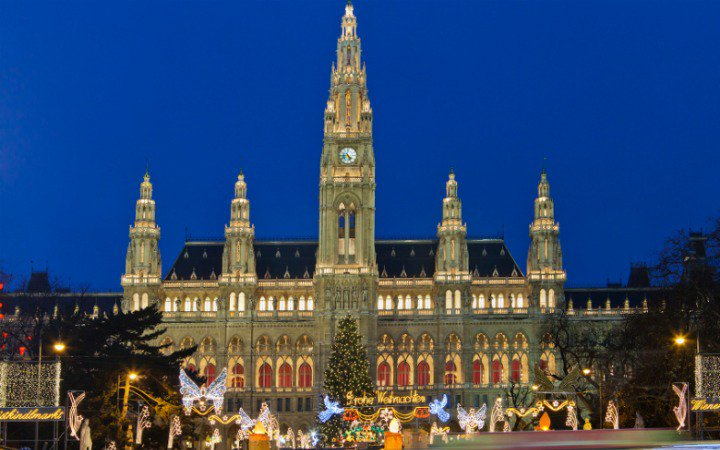 New Year's Eve in Vienna http://europetravel.net/new-year%E2%80%99s-eve-in-vienna/ …  #austria #wienna #travel #ttotpic.twitter.com/DSZqaVFmUK