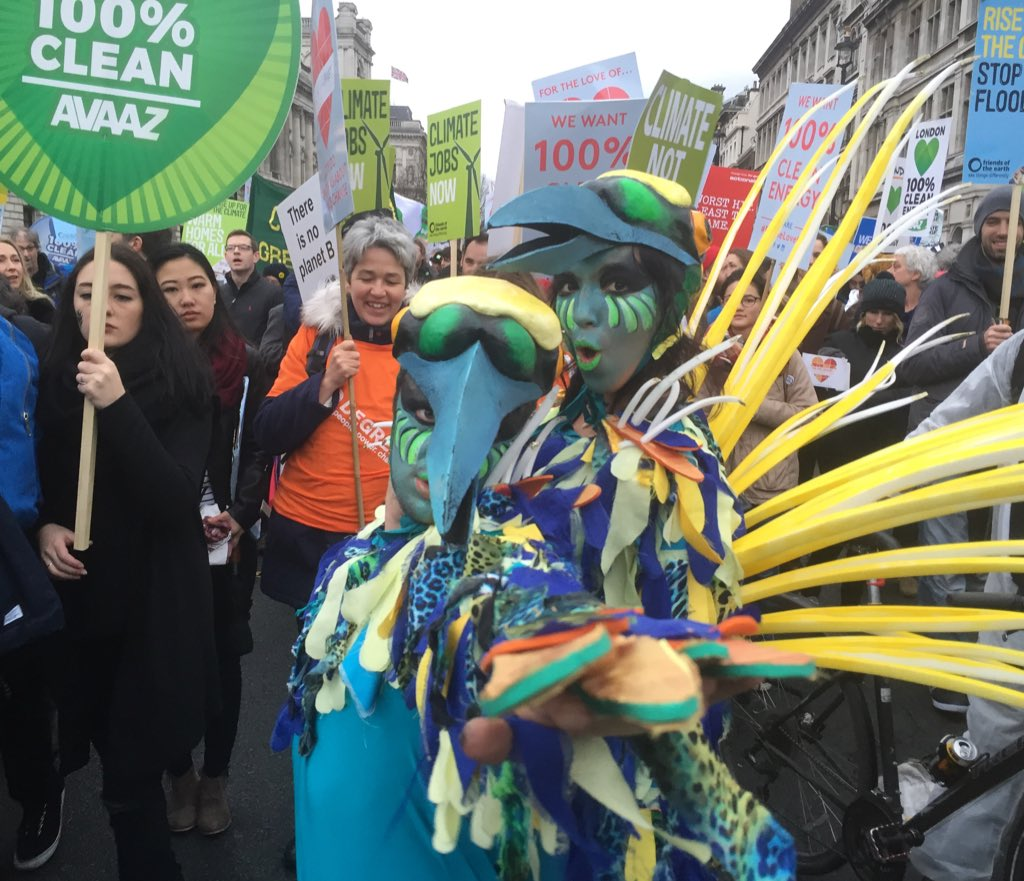 RT @MeatFreeMonday: Amazing turn out at the #PeoplesClimate march! Here to urge world leaders to act at the #COP21. #LessMeatLessHeat https…