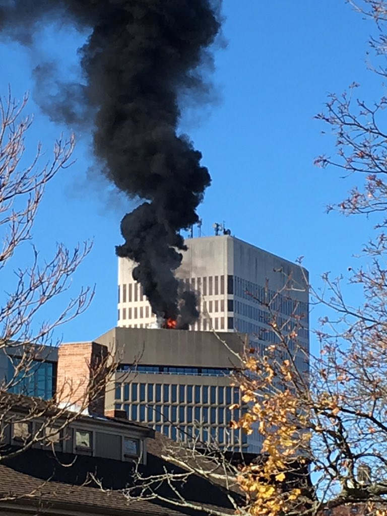 Textron building ablaze in downtown providence https://t.co/FDv3bD5Atc
