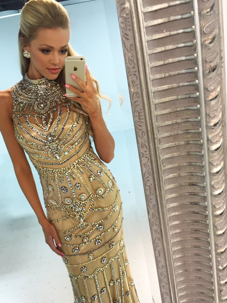 Sherri Hill On Twitter Lustrous Encrusted Sequins With A Choker