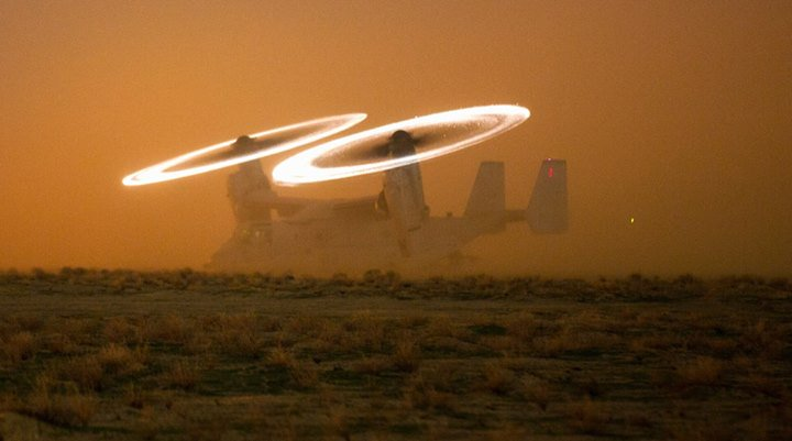 This cool shot shows Marine Corps MV-22 Osprey generating Kopp-Etchell's effect in the dust https://t.co/imnR8krfBd https://t.co/SBUHS6SY1C