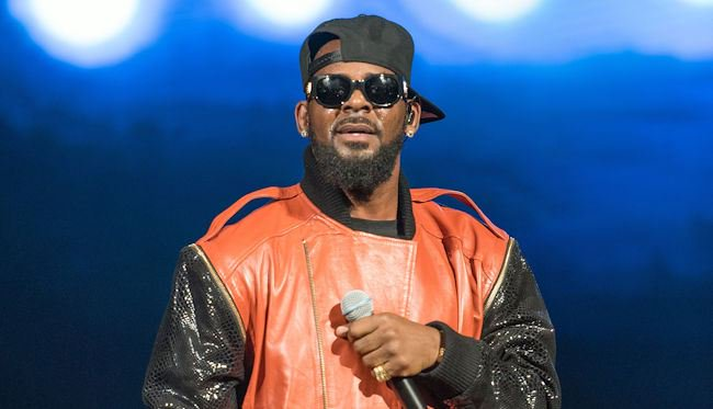 R. Kelly has 40 more chapters of 'Trapped In The Closet' waiting for us https://t.co/8N1TGnTUvw https://t.co/Ci319eW0vo