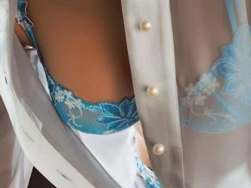 у девушки виден лифчик через прозрачную одежду если предложить несколько