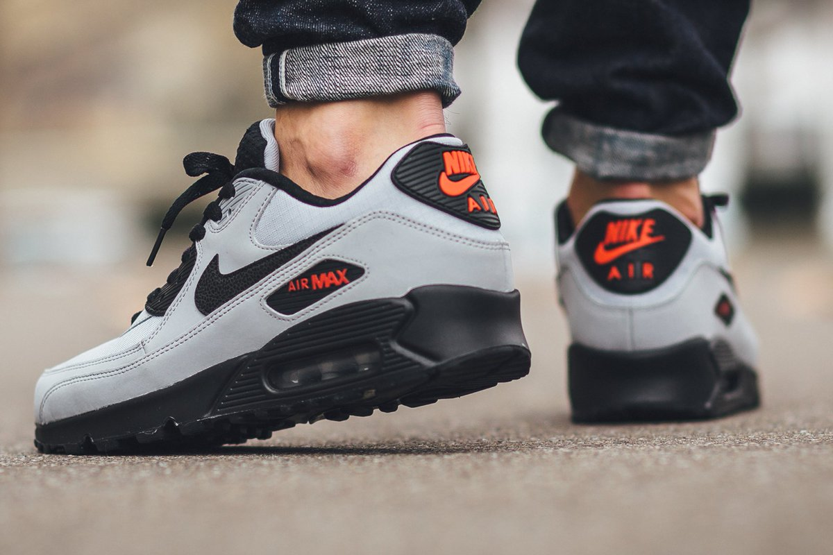 official photos 9ad35 9282b canada titolo on twitter nike air max 90 essential wolf grey black black  university red shop