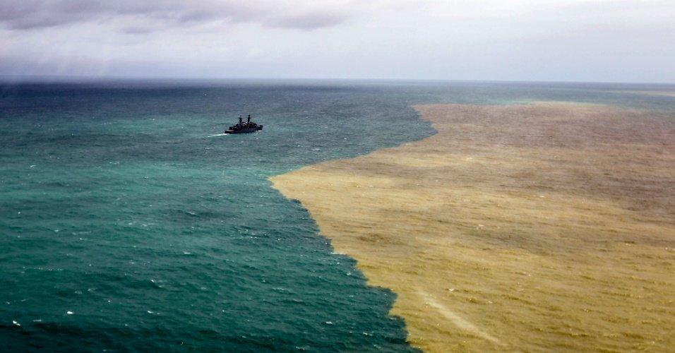 Coube ao destino deixar o mar de Regência/ES com as cores da logomarca da Vale. #naofoiacidente https://t.co/fiivi9zrqK
