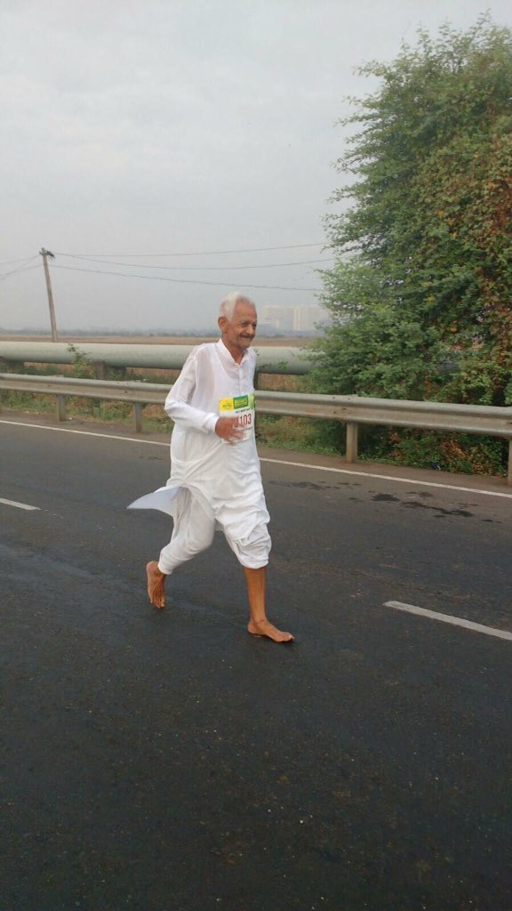 And this 76yr old stole everyone's hearts. He ran the Vasai half marathon in traditional attire (+barefoot) :) https://t.co/RJXzeN4F9o