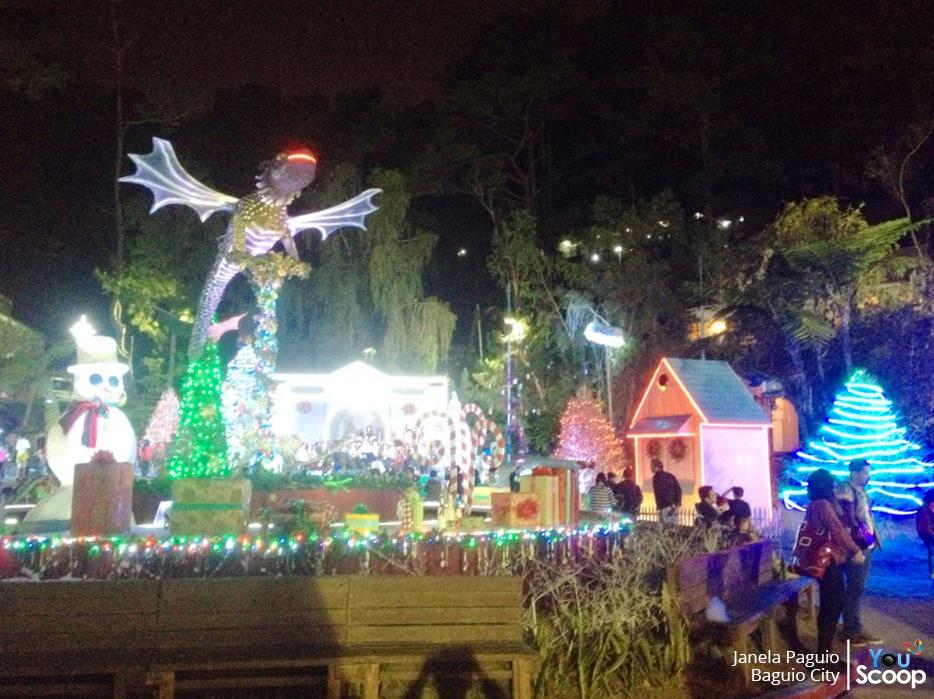Christmas Village Baguio.Baguio City Kuha Kumukutikutitap Ang Mga Bumbilya Isang
