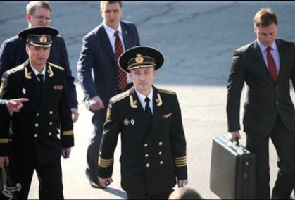 הנשיא פוטין מסתובב בכל מקום עם מזזודה לשיגור טילים גרעינים בשעת חירום CUf1RfdXIAA3mZc?format=png&name=small