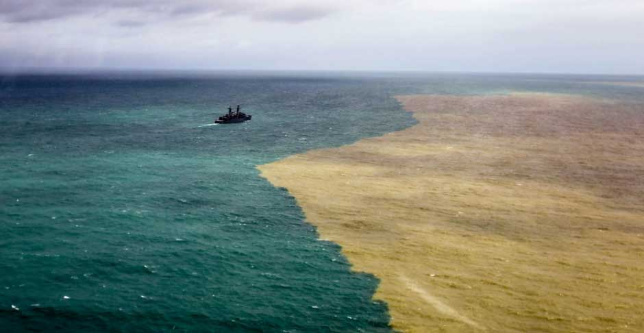 Tragédia da Samarco: a lama chega ao oceano Atlântico https://t.co/YYz28QWUky #MeioAmbiente #fotos