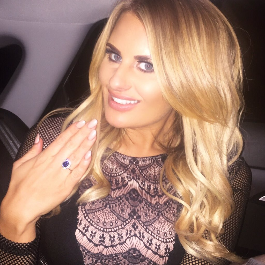 braless Celebrites Danielle Armstrong naked photo 2017
