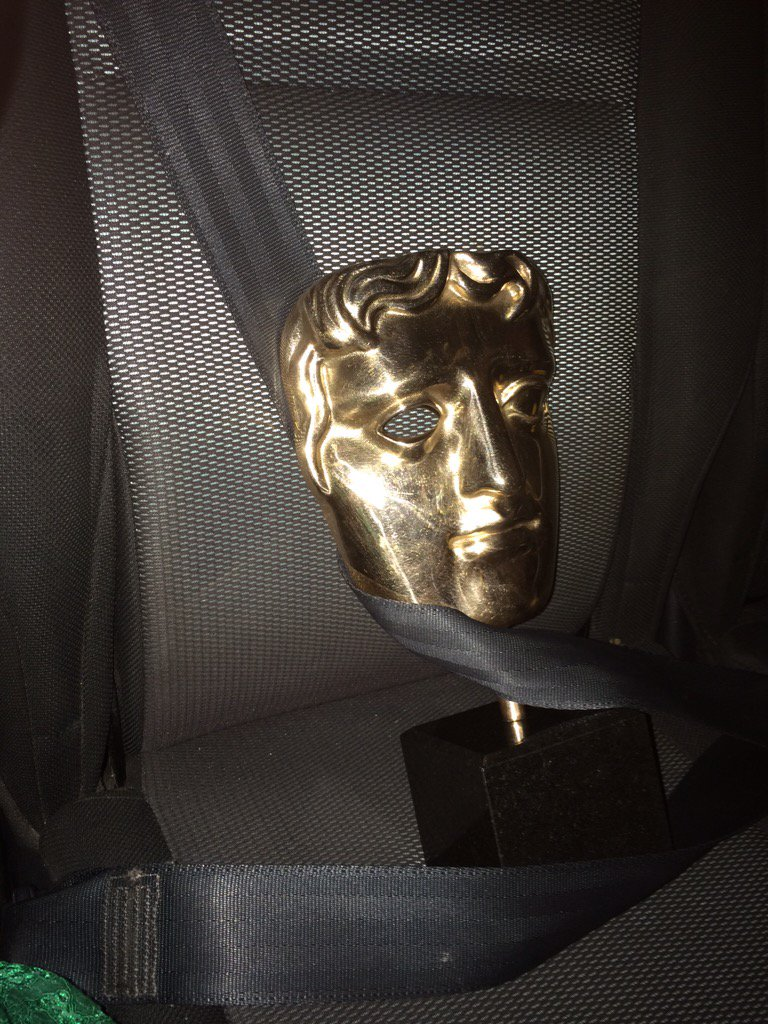 Thanks for all the lovely @BAFTA messages. You'll be pleased to know me & my new chum got home safely... #BAFTAKids https://t.co/yOnuWkFh2x