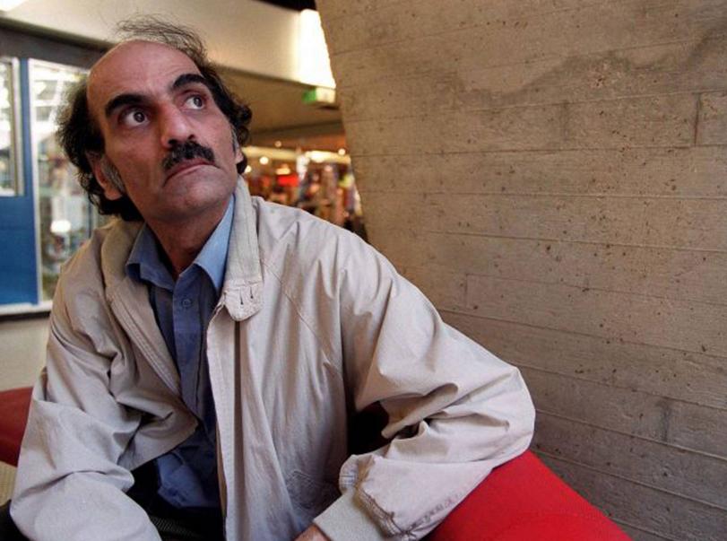 """عذبي المطيري on Twitter: """"هذا هو مهران كريمي ناصري.. عاش في مطار شارل ديجول في باريس ١٨سنة! من ٨٨ الى ٢٠٠٦ بعد ان رفضت السلطات الفرنسية دخوله https://t.co/Oi7JDYzSPB"""""""