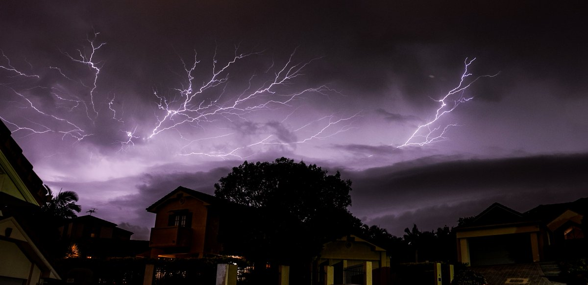 stunning RT @SpencerHowson: Shot! RT @fitant: @612brisbane  Nice light show tonight #bnestorm https://t.co/WxaEGMAX1F