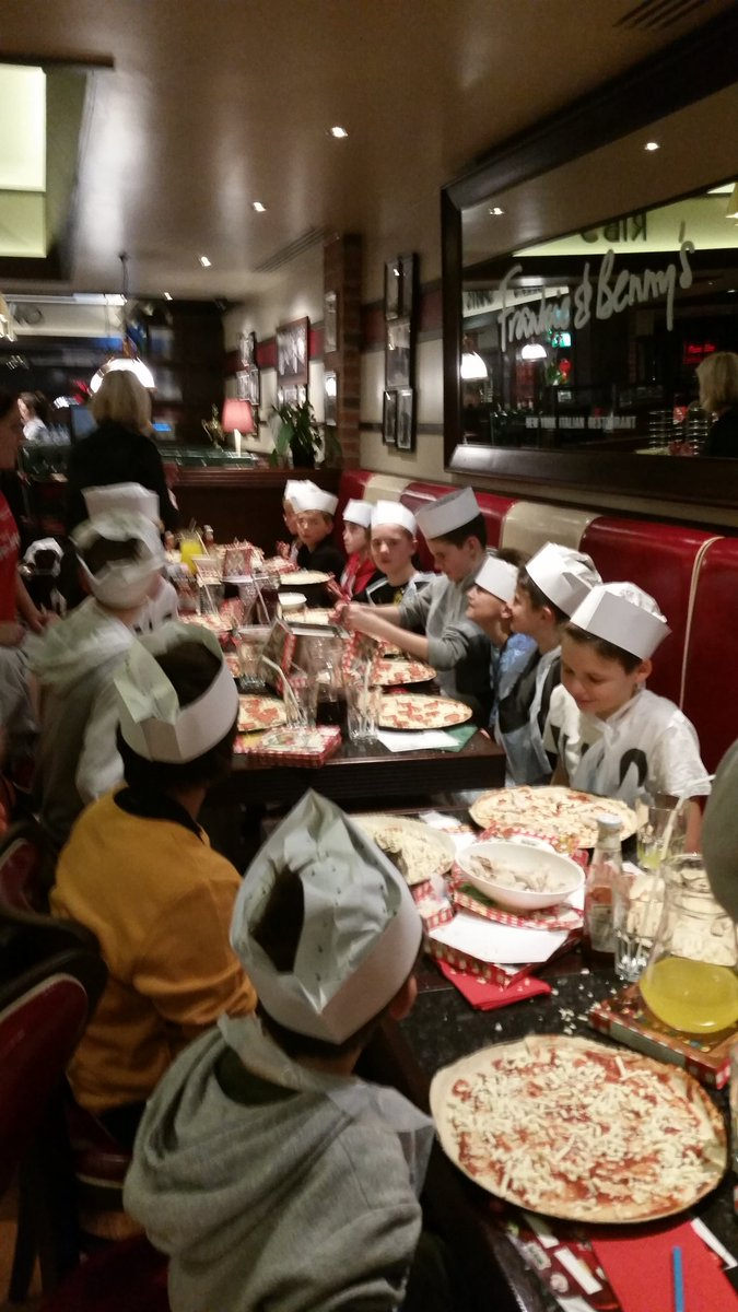 What a fantastic evening Heworth U11s had tonight at @frankienbennys @VangardeYork Thank you so much to Natalie. https://t.co/pmXTEcFrVj