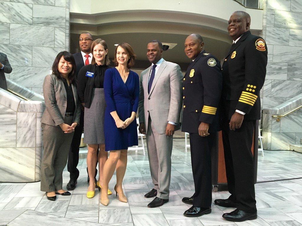 Mayor Kasim Reed joined Stephanie Stuckey Benfield, Director of the Mayor's Office of Sustainability, and Environment Georgia Executive Director Jennette Gayer to announce that the City of Atlanta will launch Solar Atlanta, its first solar energy program.
