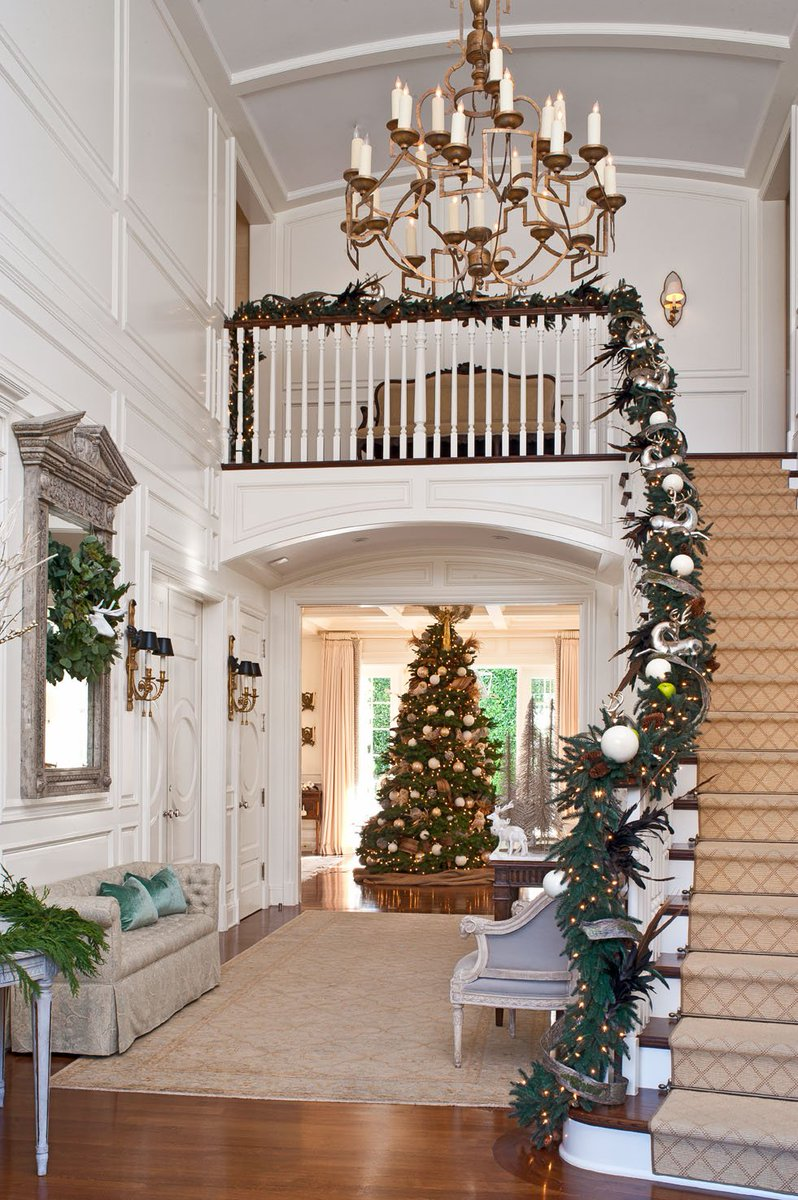 Start decking the halls with these holiday decor tips via @traditionalhome: https://t.co/MTg3O5o3Ew #design https://t.co/kI43PRO5D5
