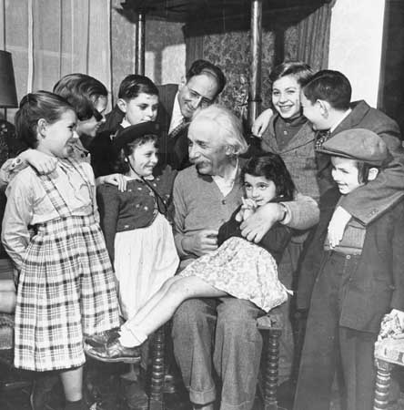 Einstein spent his 70th birthday greeting refugee children.  He was active finding homes and jobs for #refugees https://t.co/wiCMT5aBEh