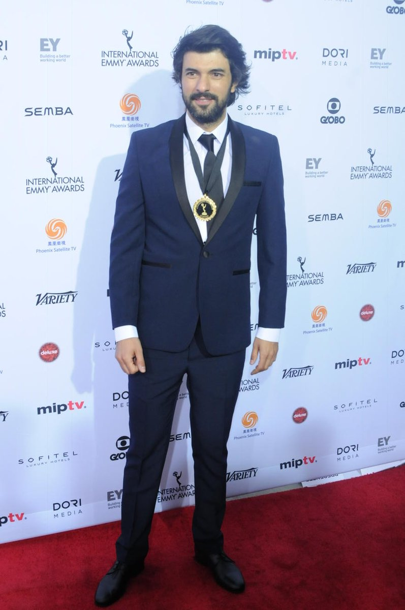 Best Actor Nominee Engin Akyurek of @Kara para_ask arrives at the 2015 Intl Emmy Awards #iemmys #redcarpet https://t.co/noprw3YSBN