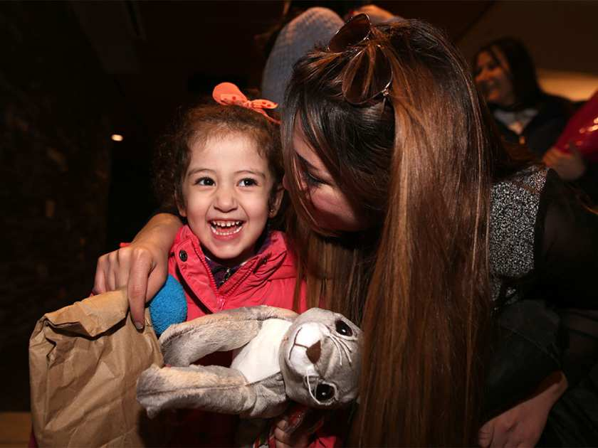Syrian refugees arrive in Calgary https://t.co/ocI4i8PZsy #yyc https://t.co/Rsv0ndtD5J