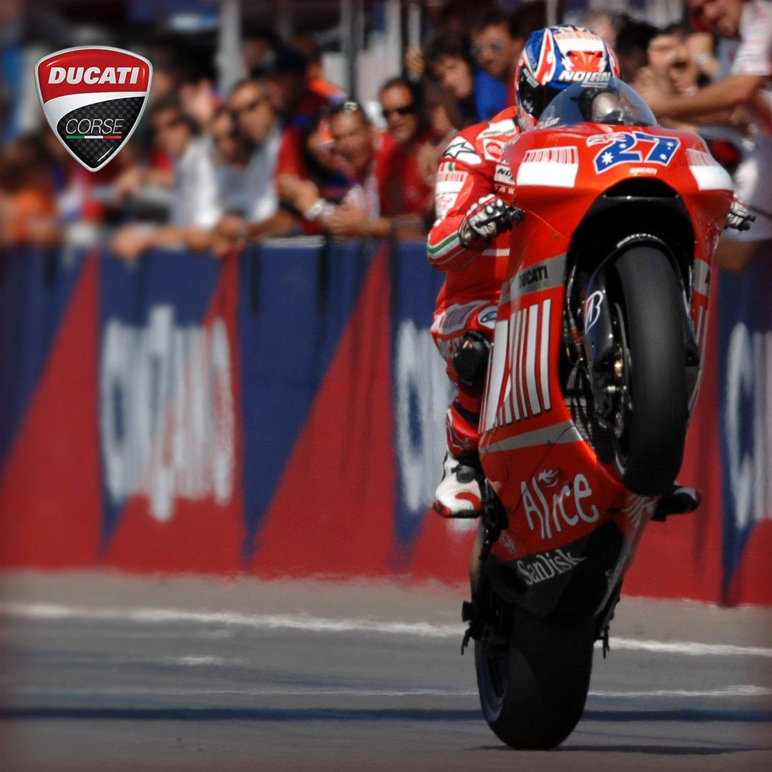 ケーシー・ストーナーが、ブランド・アンバサダーおよびテストライダーとしてドゥカティに復帰!! Casey Stoner to return to Ducati! https://t.co/GMIR2FOpD0 https://t.co/kIWNWnI64X