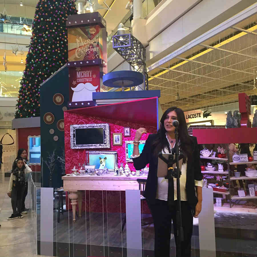 @NadineLabaki unveiling the #Christmas decoration with the @CCCLebanon children. @ABC_Lebanon   @RobertFadel https://t.co/bsWOzlxKqX
