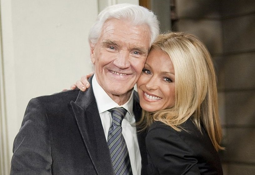 Very sad news. RT @WeLoveSoapsTV: The late David Canary with TV daughter, @KellyRipa. https://t.co/oPQwdUvzBO