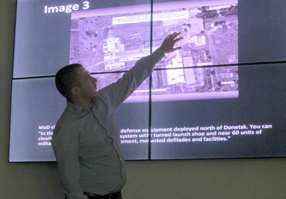 The Hague lecture @bellingcat on #MH17 #vvoj15 @VVOJ #journalism #bellingcat https://t.co/S1k49j07cn