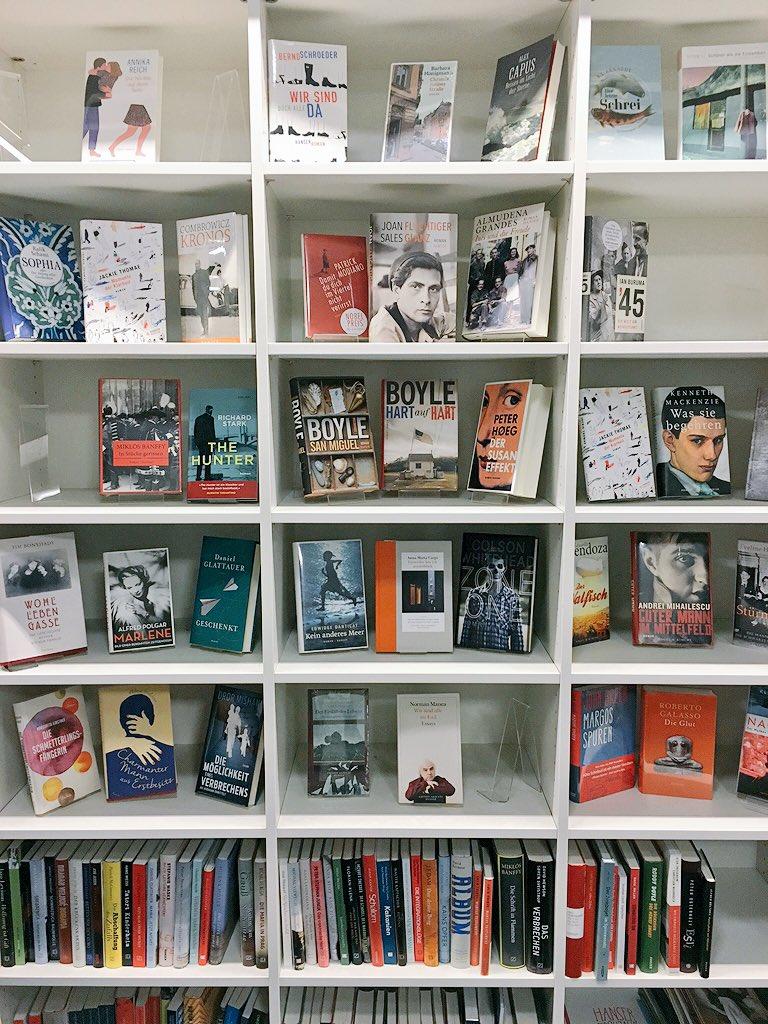 Bücher beim #BookupDE bei @hanserliteratur! Es ist wie im Paradies! https://t.co/FdnPYZ6EEq