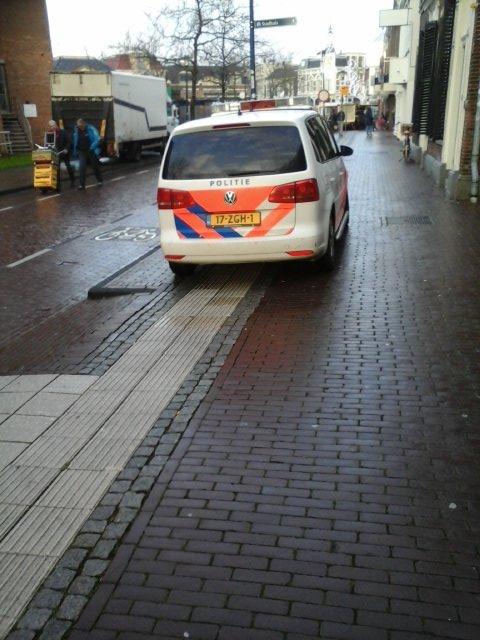 lijkt mij niet de juiste parkeerplek ?