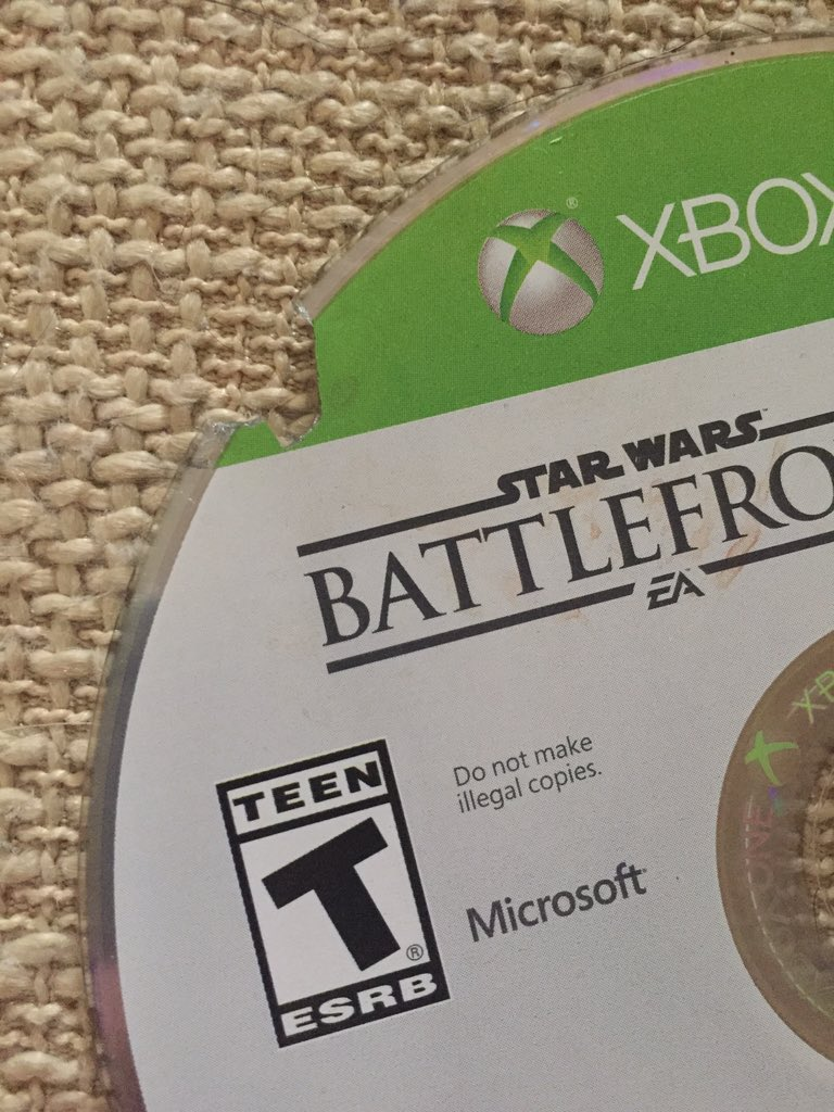 Dude! @LukeAlley, my dog literally ate my copy of @EAStarWars! She took it out of the bag even! #StarWarsBattlefront https://t.co/TZUxjN69ct