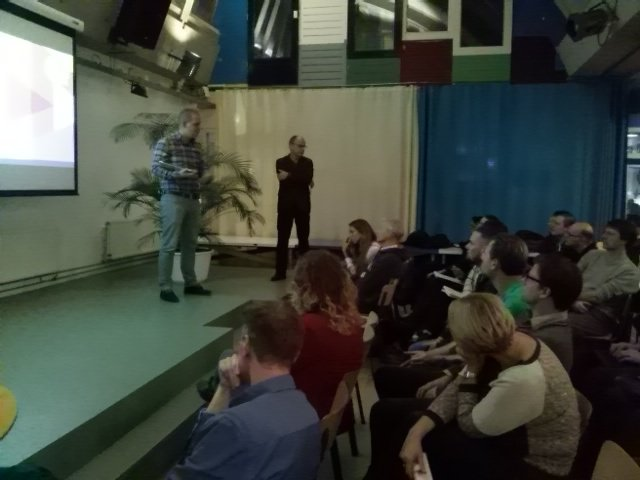 Vragen uit de zaal aan @royscholten. Tijdens de presentatie en achteraf onder leiding van @RobVullings. #contentcafe https://t.co/U4ItlU1Uti