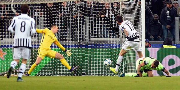 Mandzukic segna il gol partita Juventus-Manchester City 1-0 del 25 novembre 2015.