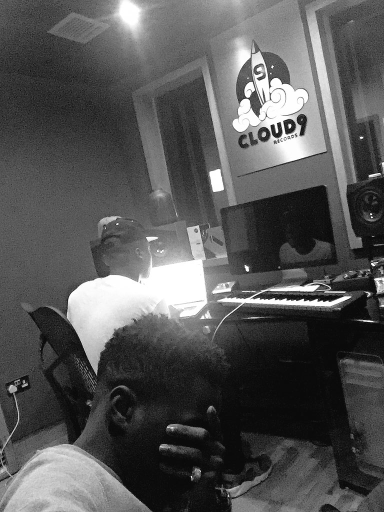 Still in the studio... Workin! 😏  Cc. @Rymez 🎶💥💯☁️9️⃣ https://t.co/yGSCPQr9BE