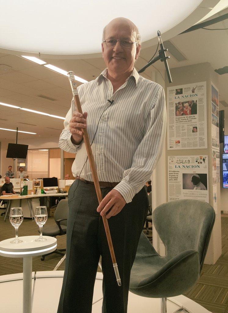 A @psirven le queda muy bien el bastón de mando que va a usar @mauriciomacri el 10/12 #Argentina #MacriPresidente https://t.co/kgL6CD4TsH