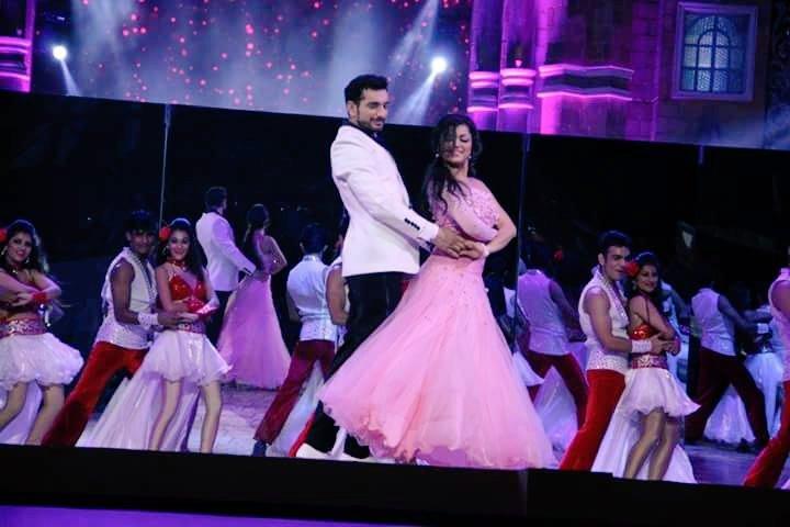 Ranaji-Gayatri, Darshti Dhami & Siddhant Karnick dance performance at Zee Rishtey Awards 2015 (ZRA 2015)